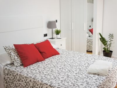 Photo for Very spacious apartment with 3 rooms. Center of Alicante