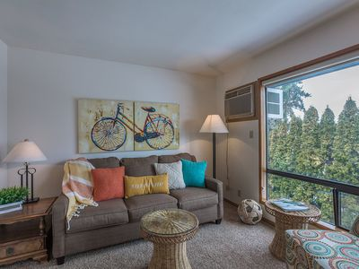 Photo for One bedroom, one bath condo steps from Lake Chelan and Lakeside Park