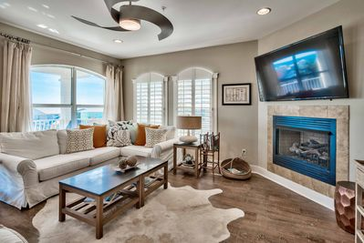 Relax in the living room and watch the flat-screen cable TV.