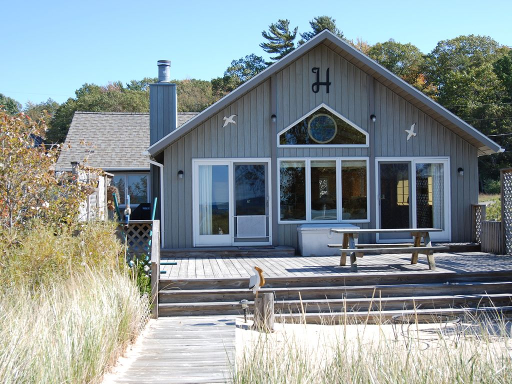 Lake michigan low bluff vacation beach home between silver stony lakes shelby for 10 bedroom vacation rentals in michigan