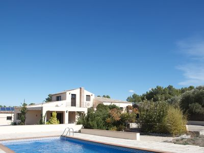 Photo for Spacious villa, large private pool, 3.2 acres, panoramic mountain views