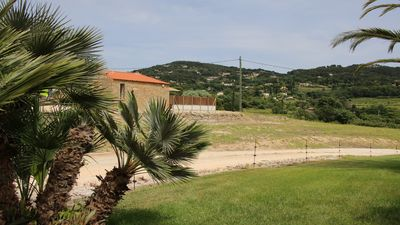 Photo for Cottage in the heart of the vineyard Bandol label 4 handicaps