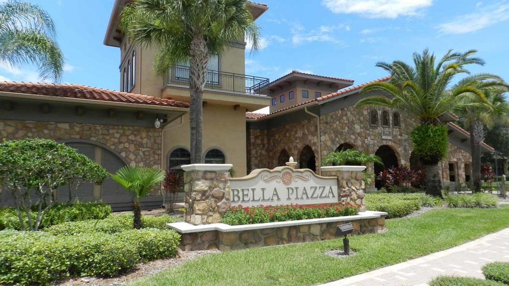 Cozy, fully furnished 4/3 Condo at Bella Piazza. Minutes to shopping, dining and theme parks! (CP902