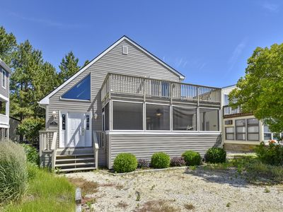 Photo for DAILY ACTIVITIES & LINENS INCLUDED*!!  CENTRAL A/C, GAS GRILL, WALK TO BEACH
