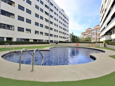Photo for Modern apartment with air-con, Wifi and pool, Close to beach, restaurants and Estepona port