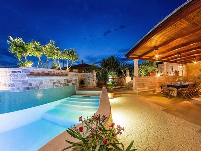 Photo for Ultra luxurious villa with heated pool for 9 persons