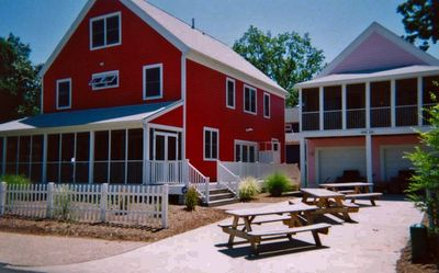 Kathryn Rose sleeps 20; Rosebud sleeps 4 -- Ideal for family reunions!