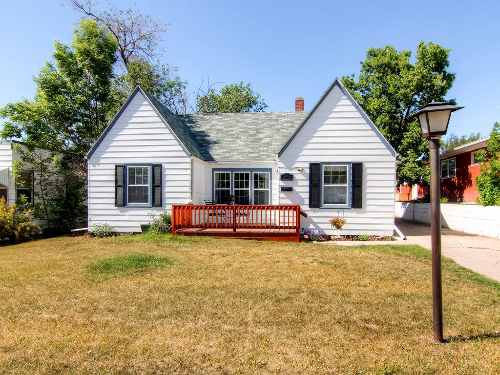 Charming 2br rapid city house w wifi private patio