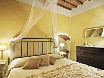 ELEGANT APARTMENT WITH POOL IN THE MIDDLE OF TUSCANY. WINE TASTINGS, THERMAE