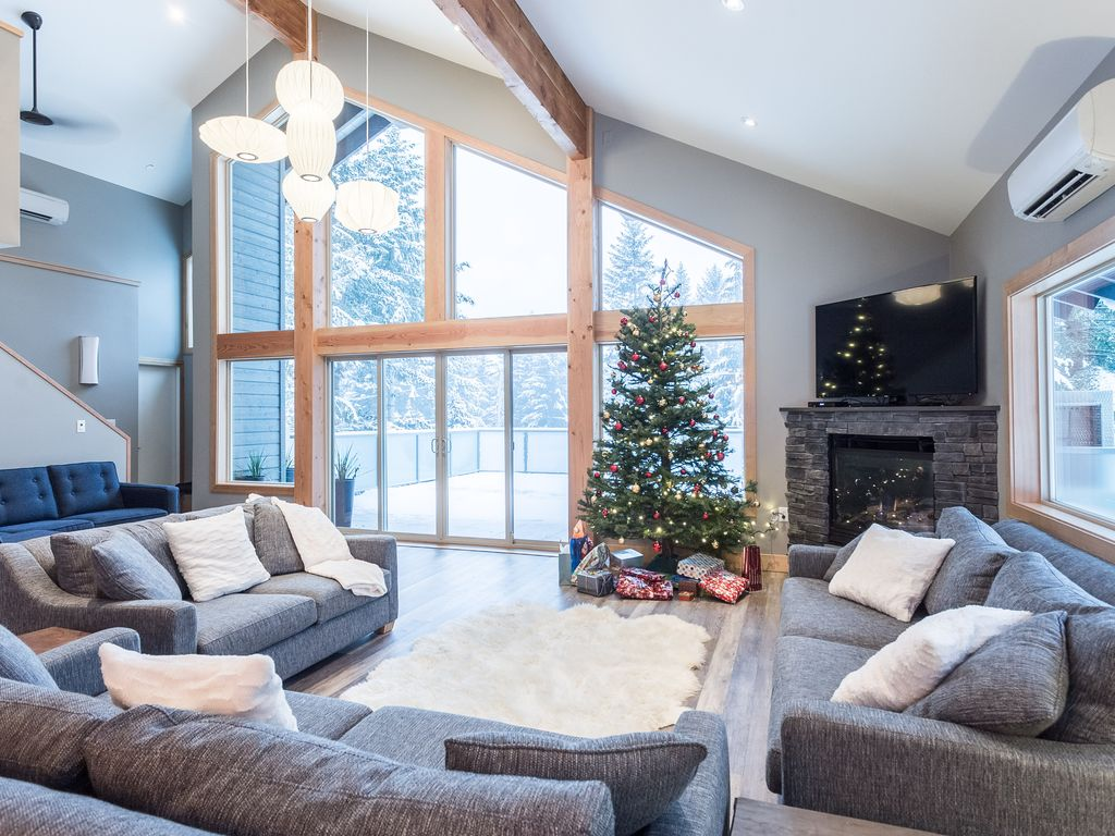 Alta Lake Chalet: Private Spa, Vaulted Ceiling, BBQs, Cinema, Garden ...