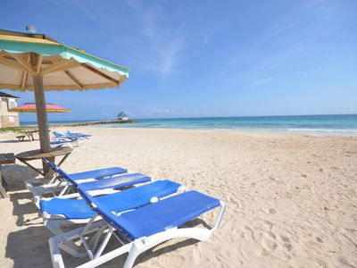 STROLL TO A WHITE SANDY BEACH! OWN COOK! BE SPOILT! Pineapple-Silver Sands 2BR