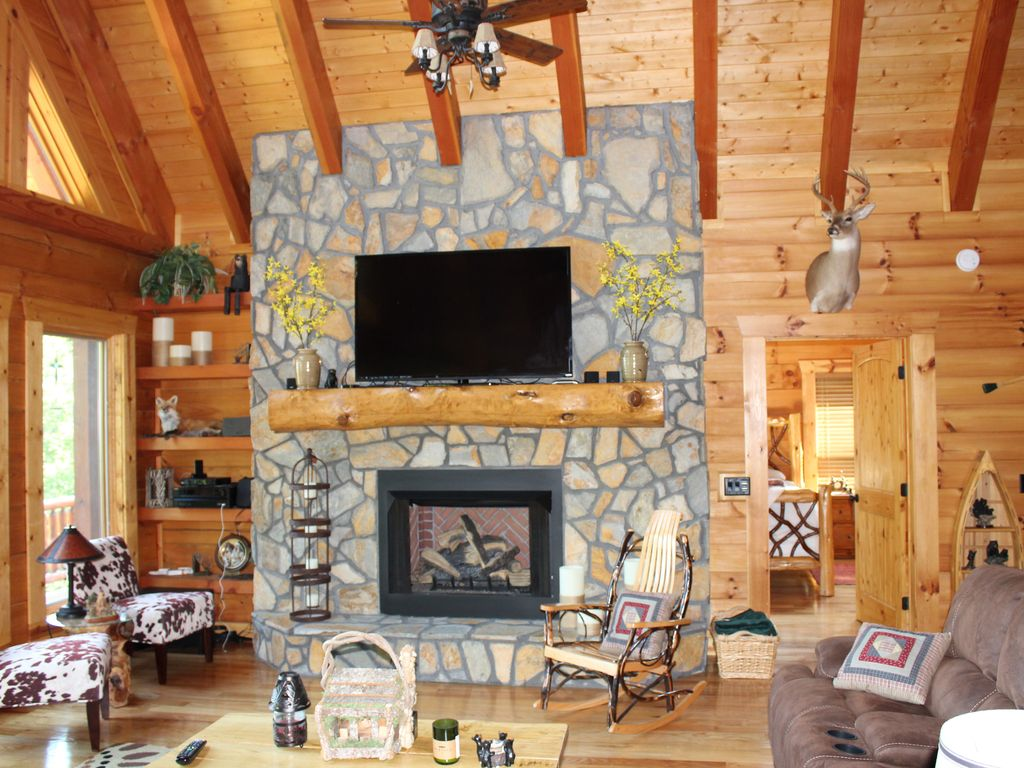 amazing log home with breath taking mountai vrbo