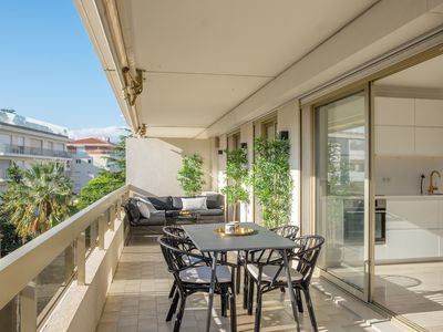 Photo for Bright, airy and spacious condo in Palm Beach, with large terrace.