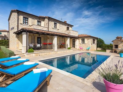 Photo for Charming stone villa with pool near Vizinada