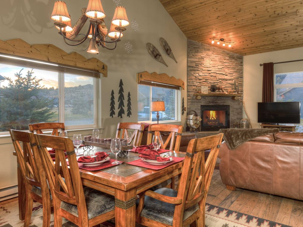 Affordable Luxury Chalet,Comfortable,Clean,Close to everything Big ...