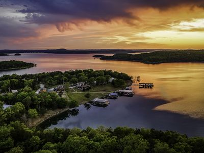 Photo for Private family getaway on Bull Shoals Lake~White River