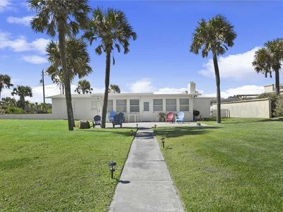 Photo for The Cali House, 4 Bedrooms, Beach Front, WiFi, Sleeps 10