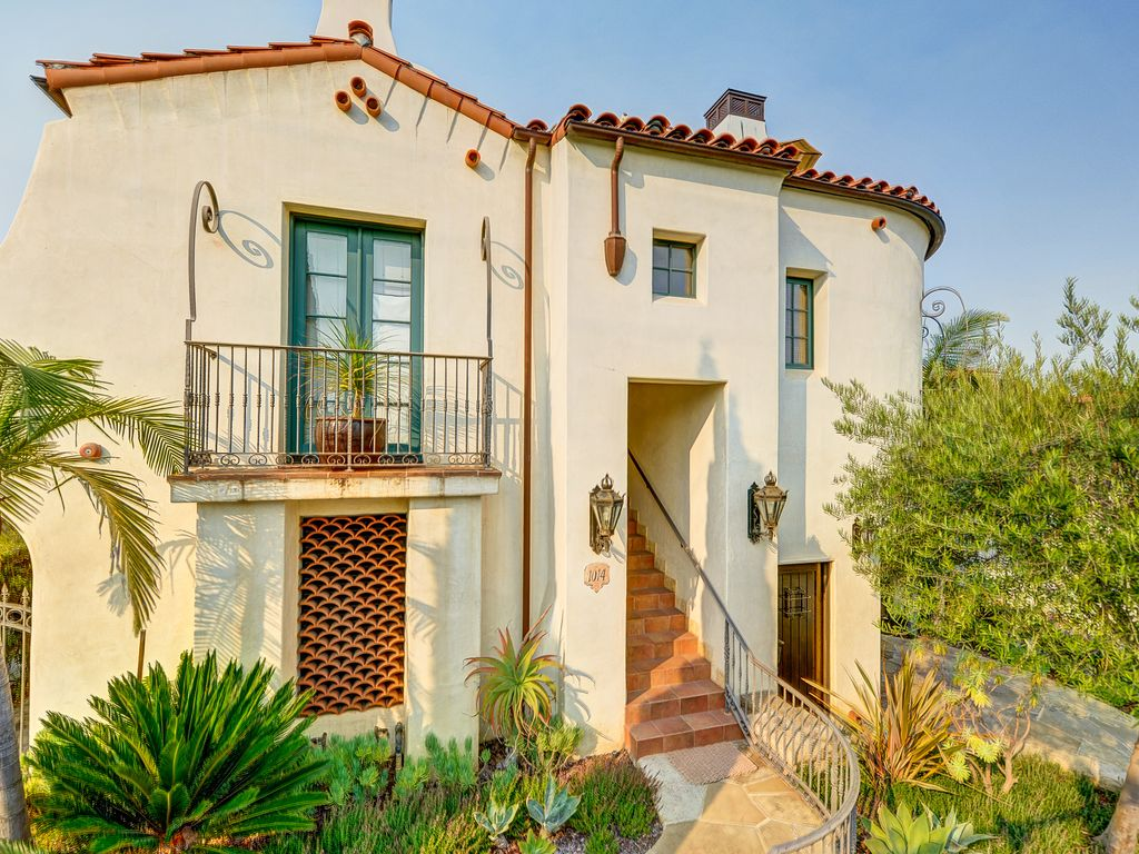 2br downtown townhouse w elevator gourmet vrbo for Elevator townhomes