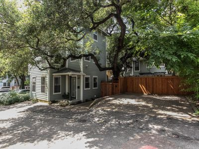 Photo for Downtown oasis, walking distance to Capitol, UT, Zilker Park, music venues