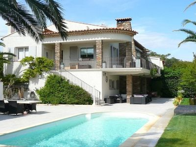 Photo for Beautiful Villa with total privacy at 1 min walk from la Nartelle beach