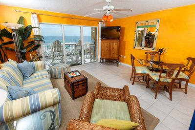 Bright and airy with a gorgeous view! - Bright and airy with a gorgeous view!