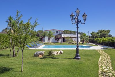 VILLA RED IN FRONT THE POOL