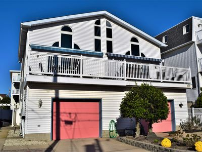Photo for Lovely beachblock townhouse, only 3 from beach! No streets to cross. Awesome ocean views!