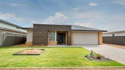 Photo for Luxury living by Lake Mulwala in Bundalong