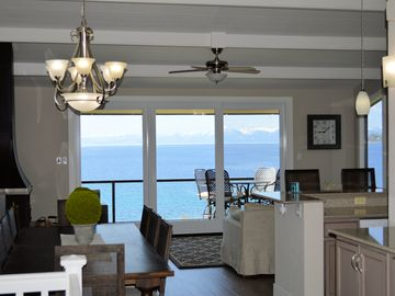 LUXURIOUS LAKEFRONT w/Private Beach - Everything you need!