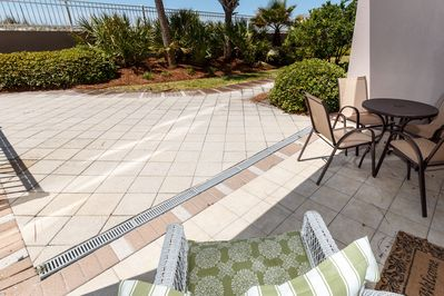 Relax and enjoy the Gulf breeze on patio!
