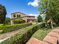 Perfect place for quiet holiday. Great location with plenty of Tuscan villages to discover.
