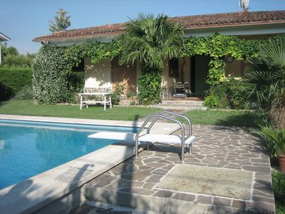 Photo for Villa with direct access to the lake