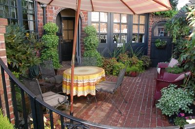 Private courtyard for guests and entrance to cottage apt.