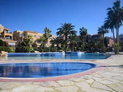2 Bed Ground Floor apartment, sleeps 6 with private garden and BBQ