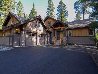 Photo for Master Suite w/ Fireplace & Jetted Tub. Golf Course Views w/ Full Resort Access!