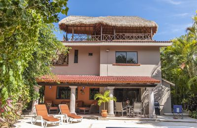 Photo for 4 Br Villa With Private Pool Minutes From Beach