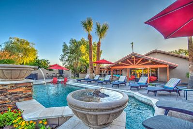 Resort-like Pool w/ Spill-over bowls, lounge chairs, Baja Step, Umbrellas & more