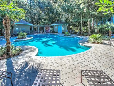 Photo for Beautifully updated  2nd floor villa. Close to pool and beach!