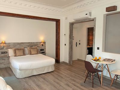 Photo for One bedroom Apartment, sleeps 4 in Barcelona with Air Con and WiFi