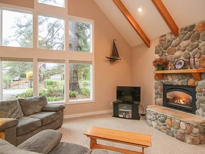 Photo for Jacuzzi, Fireplace, Loft and Perfect Location Set This Beautiful Home Apart!