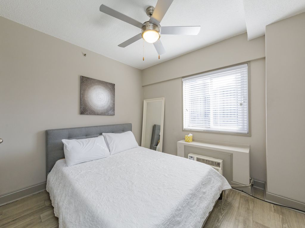 SoBe Downtown 2BD | 1 BA Prime Downtown Locale - Two Bedroom Apartment, Sleeps 6