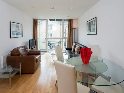 Photo for Trendy 1 bed Apartment Sleeps 4 near The City