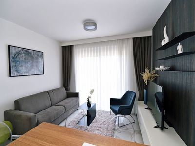 Photo for Luxury Apartment 2+2, Prime Location, Rooftop swimming Pool and Sun Deck,