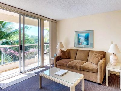 Photo for Sunny condo w/ lanai & shared pool, hot tub, tennis & grills - minutes to beach!