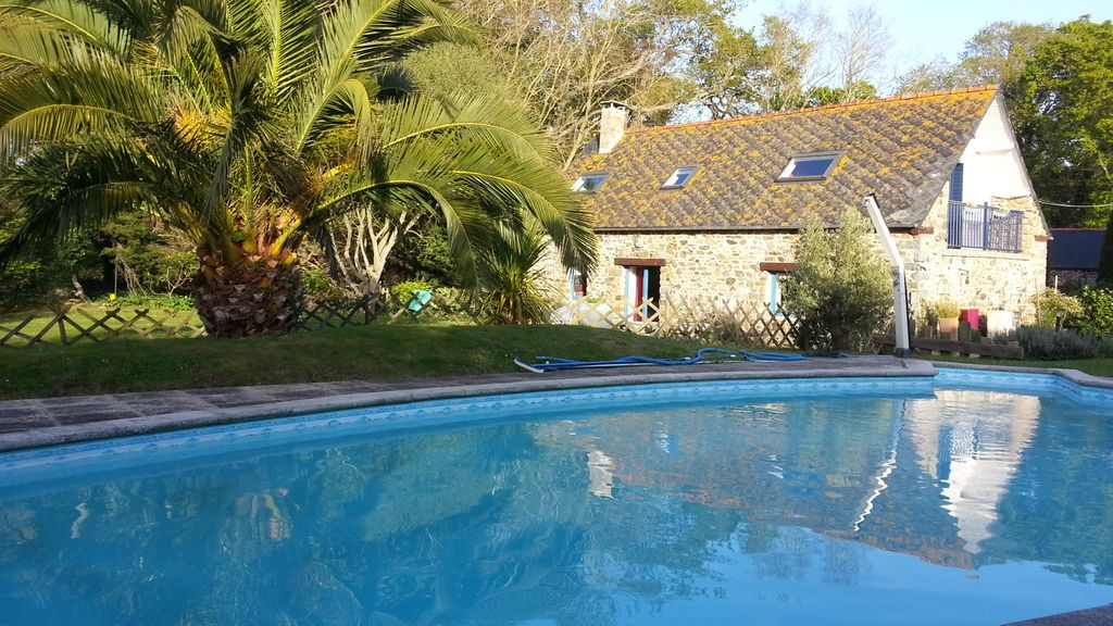 Ferme traditionnelle 800 m de la c te piscine chauff e for Jardin 600m2