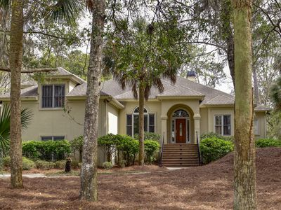 Fantastic, Spacious 3BR/4BR + Bonus room home! Huge Screened Porch with golf course view!