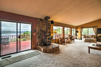 The 2,400-square-foot home offers 3 beds & 2.5 baths to host a 6-person holiday.