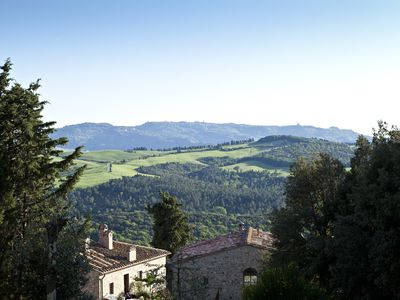 Photo for Luxury Tuscan One Bedroom With Terrace And Garden Near San Gimignano