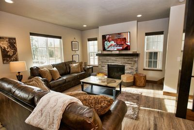 Suite Retreat - Comfy and Bright.