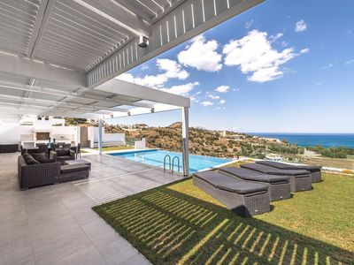 Photo for Villa beautiful decoration and superb sea view, heated pool